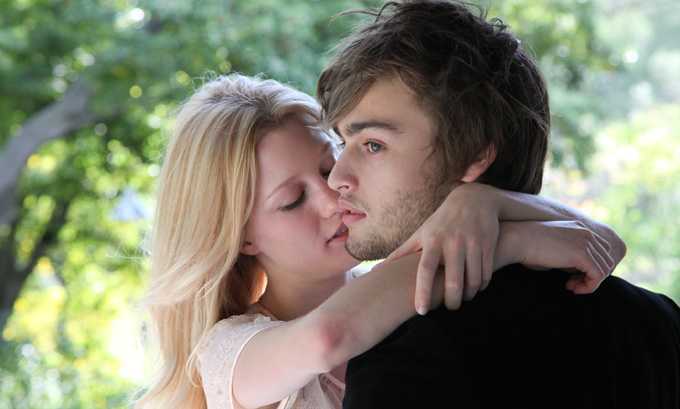 Ashley Hinshaw and Douglas Booth in Hold in Mind